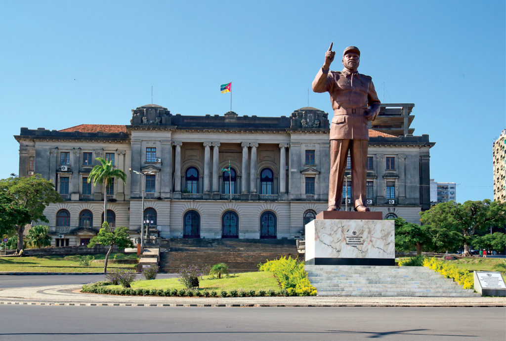 Mozambique: City hall and statue of Michel Samora in Maputo