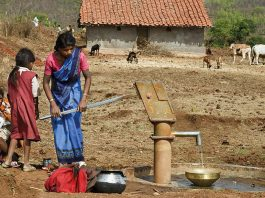 India - Women Pumping Water